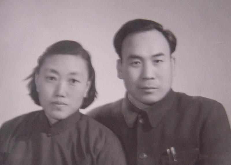 李景天、王治夫妇纪念馆照片