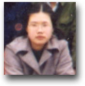 吴一女士高三班毕业照片细节(放大)