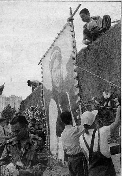 8月17日在昆明金碧广场举行的云南人民送别金花,阿诗玛-杨丽坤纪念活动