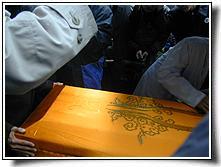陆先生的灵柩被运往火化