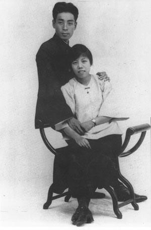 1925年8月8日,周恩来和邓颖超在广州结婚