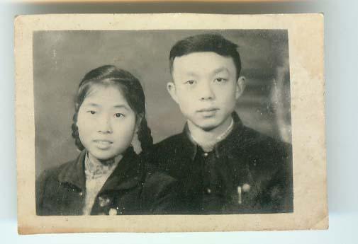 妈妈和爸爸的结婚照
