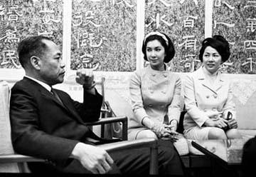 1968年5月樂蒂與翁木蘭拜會魏景蒙先生-2