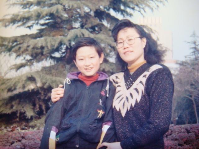 磊磊:儿时与妈妈的合影
