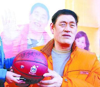 中国男篮第一巨人穆铁柱