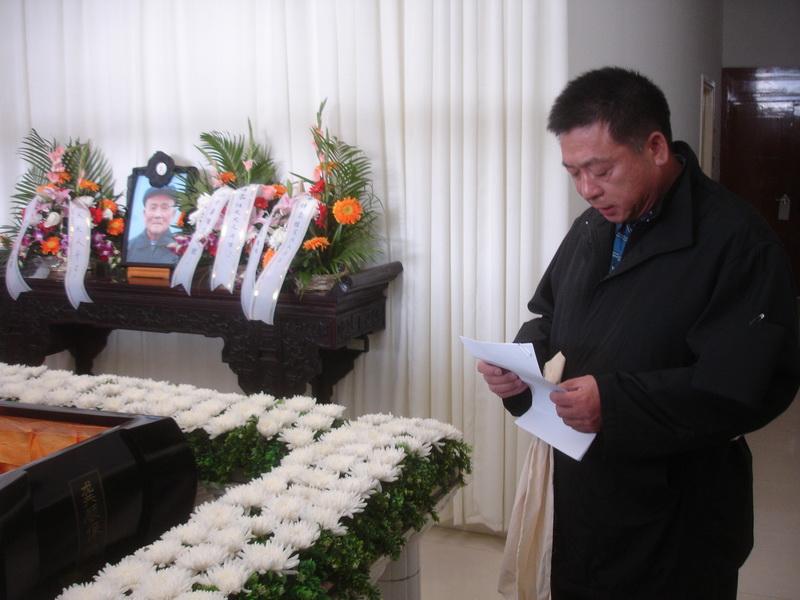 在父亲追悼会上致答词