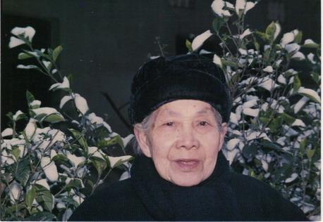 祖母吴彩霞